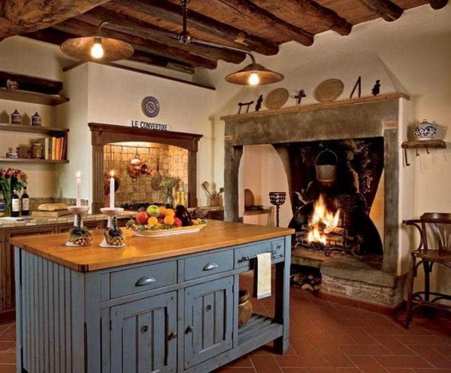Photos old italian kitchens for Italian kitchen cabinets