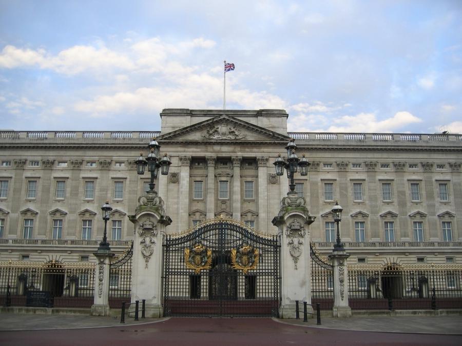 Photos of buckingham palace gates in london
